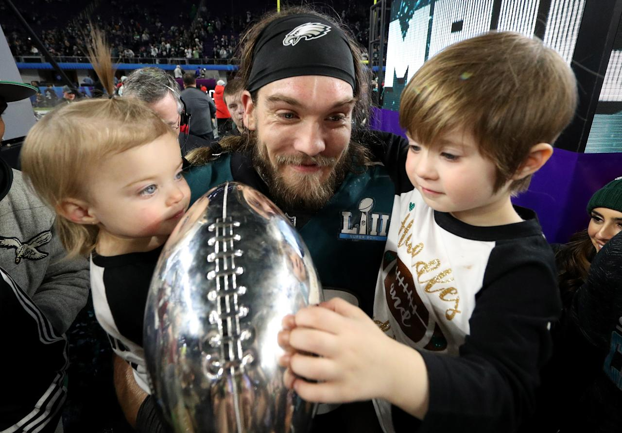 <p>Bryan Braman #50 of the Philadelphia Eagles celebrates with his kids and the Vince Lombardi Trophy after defeating the New England Patriots 41-33 in Super Bowl LII at U.S. Bank Stadium on February 4, 2018 in Minneapolis, Minnesota. (Photo by Patrick Smith/Getty Images) </p>