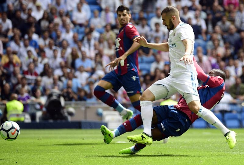 Картинки по запросу Levante Real Madrid Karim Benzema photos