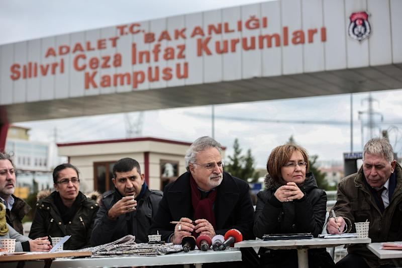 This handout picture taken and released by the Turkish Cumhuriyet daily newspaper on December 15, 2015 shows journalists doing their editorial news meeting next to the Silivri prison, near Istanbul (AFP Photo/)