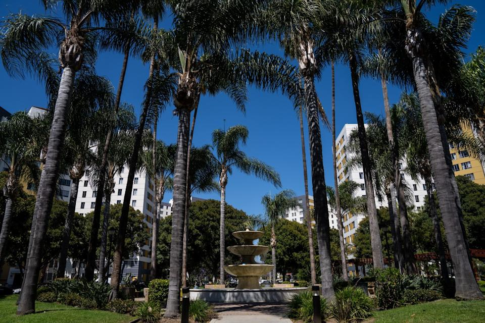 "The Park La Brea complex is home to a small town's worth of people living in 4,245 high-rise and garden-style apartments on 160 acres. <span class=""copyright"">(Kent Nishimura / Los Angeles Times)</span>"