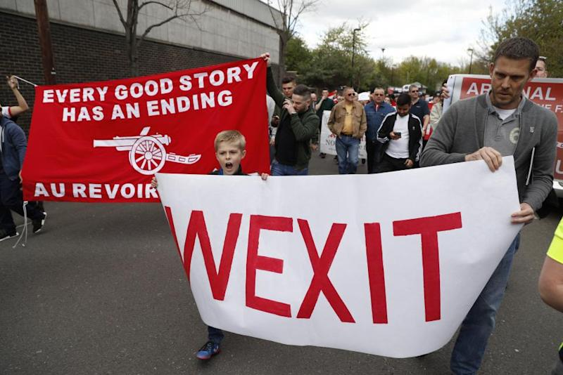 Wenger Protesters