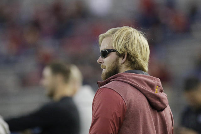"Southern California long snapper <a class=""link rapid-noclick-resp"" href=""/ncaaf/players/263115/"" data-ylk=""slk:Jake Olson"">Jake Olson</a>, who is blind form a rare form of retinal cancer, stands on the sidelines before an NCAA college football game between Washington State and Southern California in Pullman, Wash., Friday, Sept. 29, 2017. (AP Photo/Young Kwak)"