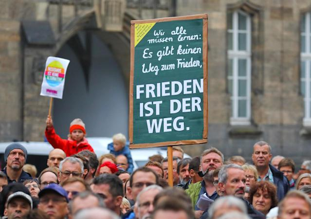 """<p>People hold a banner reading: """"Peace is the way"""" as they attend a manifestation following the killing of a German man in Chemnitz, Germany, Sept. 2, 2018. (Photo: Hannibal Hanschke/Reuters) </p>"""
