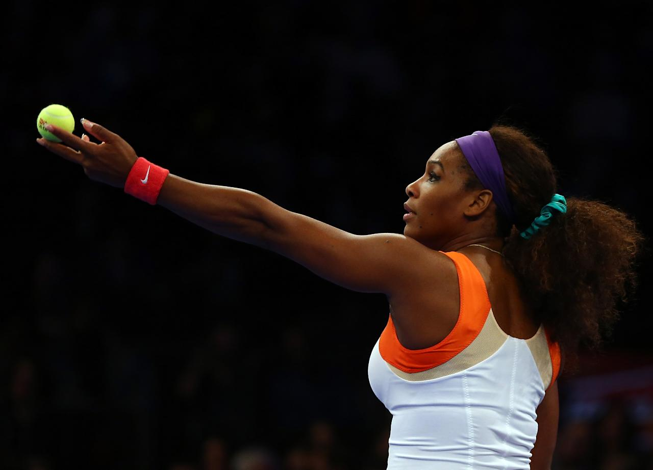 NEW YORK, NY - MARCH 04:  Serena Williams of the USA serves the ball to Victoria Azarenka of Belarus during the BNP Paribas Showdown on March 4, 2013 at Madison Square Garden in New York City.  (Photo by Elsa/Getty Images)