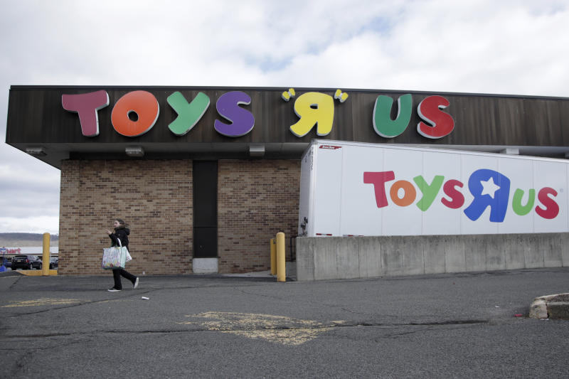 Toys R Us Cites Holiday Missteps Says 182 Stores To Close