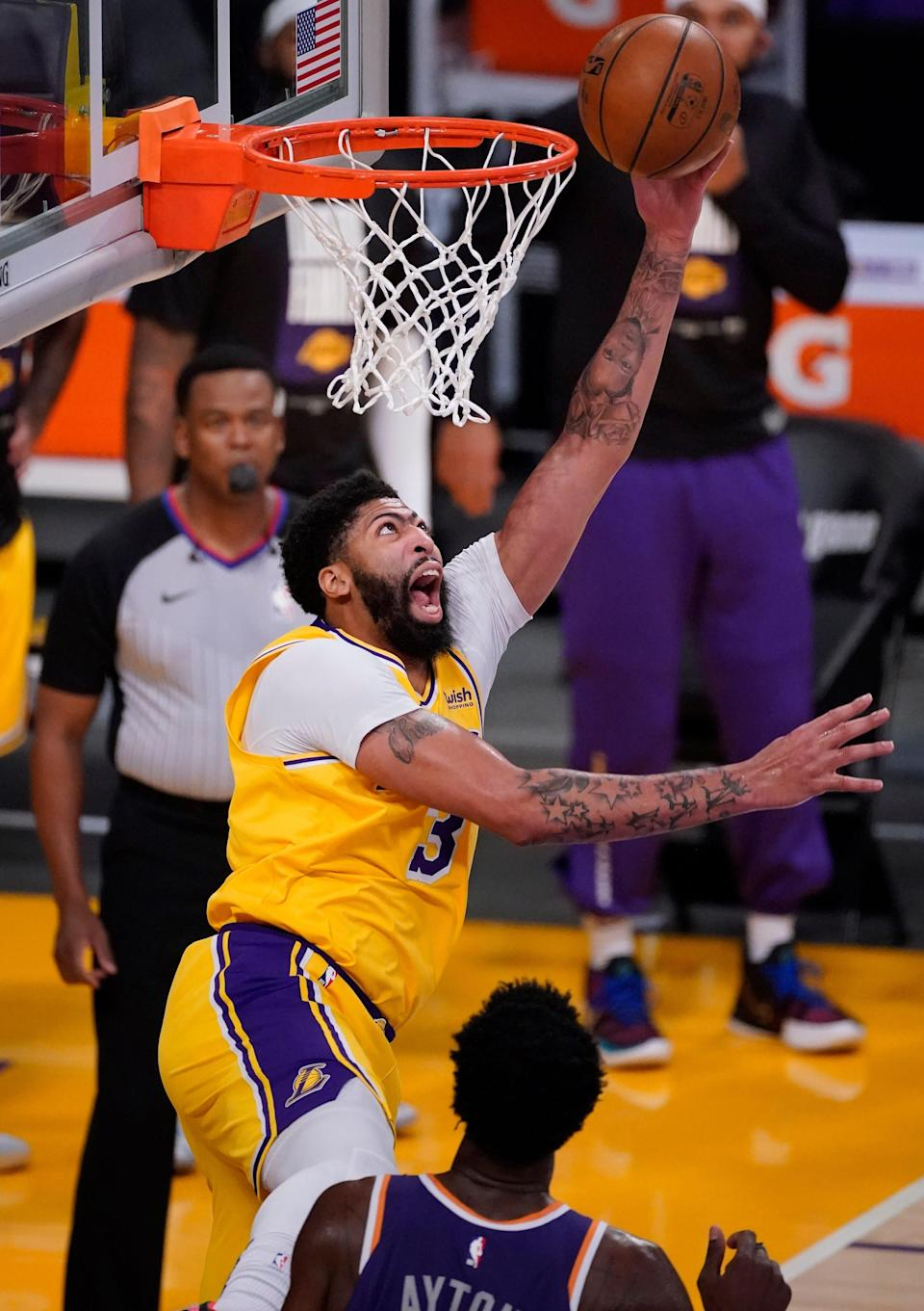 Anthony Davis (3) fueled a big second half to help the Lakers overcome the Suns.