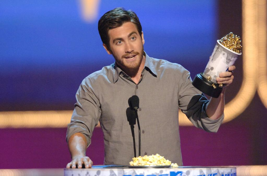 Jake Gyllenhall wins for Best Kiss at the MTV Movie Awards.