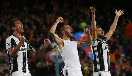 Juventus' Mario Mandzukic, Leonardo Bonucci and Andrea Barzagli celebrate after the match