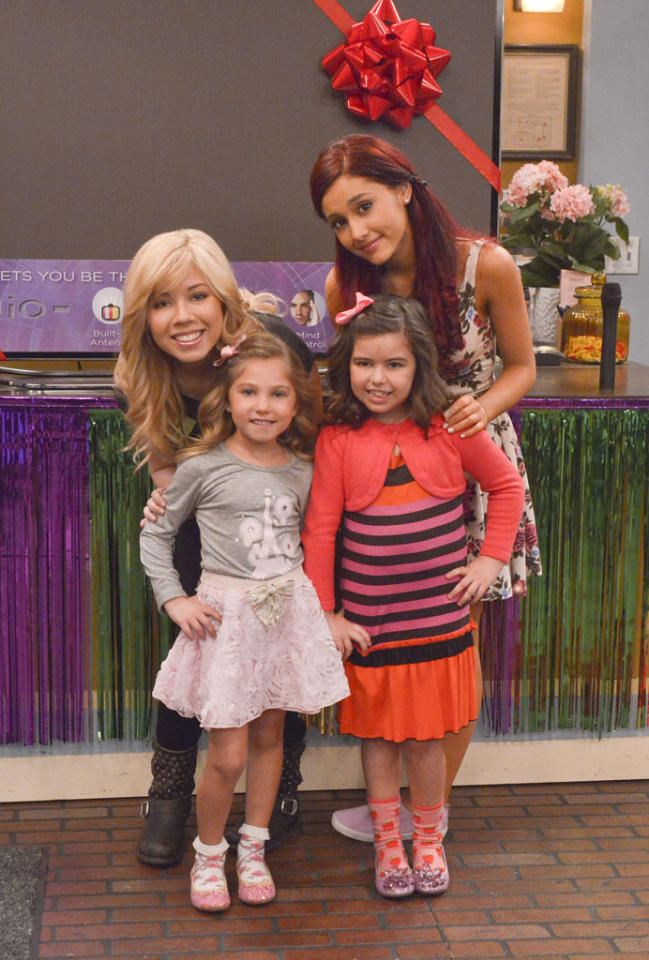 "Sam Puckett (Jennette McCurdy),  Ruby (Rosie McClelland), Cat Valentine (Ariana Grande), and Gwen (Sophia Grace Brownlee) in the ""Sam & Cat"" episode, ""#TheBritBrats."""