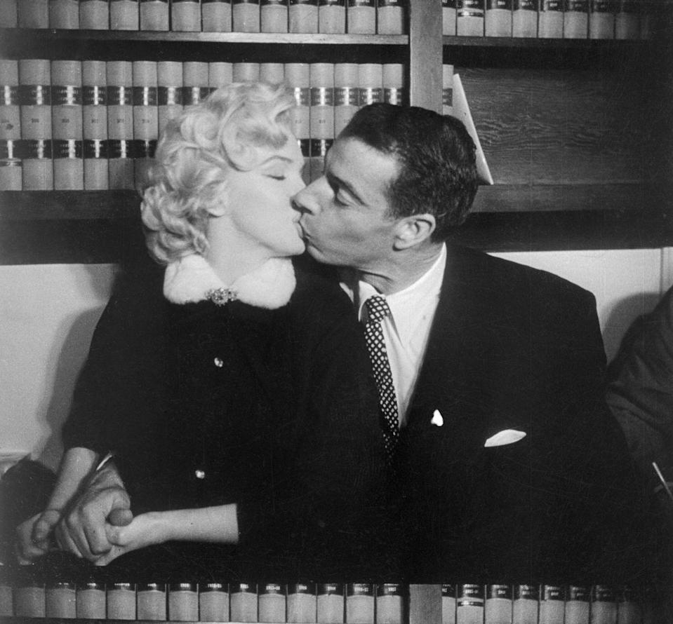 <p>After Joe DiMaggio proposed to Marilyn Monroe with a diamond eternity band, the couple had a no-frills wedding at the courthouse in San Francisco. </p>