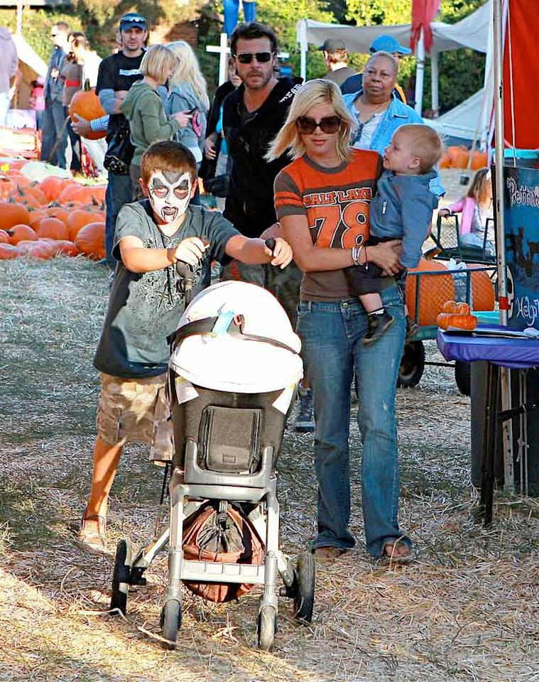 "Tori Spelling, husband Dean McDermott, and their kids go in search of the perfect pumpkin at Mr. Bones' Pumpkin Patch -- Hollywood's Halloween hangout. LPK/<a href=""http://www.splashnewsonline.com"" target=""new"">Splash News</a> - October 11, 2008"