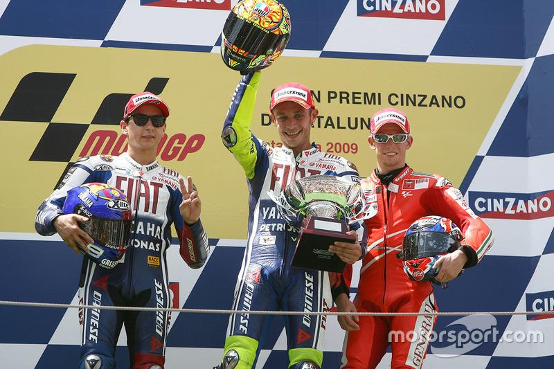 "Podio: 1º Valentino Rossi, 2º Jorge Lorenzo, 3º Casey Stoner<span class=""copyright"">Gold and Goose / Motorsport Images</span>"