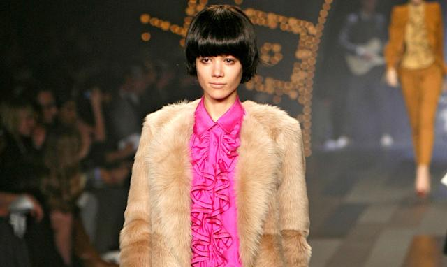 A model wearing a blunt bowl cut wig at the 3.1 Phillip Lim Fall 2009 show in New York City. (Photo: Thomas Concordia/WireImage)