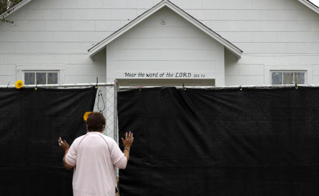 A woman prays next to a fence outside the Sutherland Springs First Baptist Church last weekend. (Photo: Eric Gay/AP)