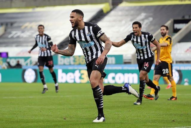 Jamaal Lascelles headed Newcastle ahead in their draw with Wolves.