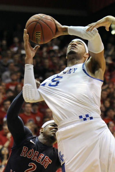 Robert Morris guard Velton Jones (2) fouls Kentucky forward Willie Cauley-Stein (15) during the first half of an NIT college basketball game on Tuesday, March 19, 2013, in Coraopolis, Pa. (AP Photo/Don Wright)
