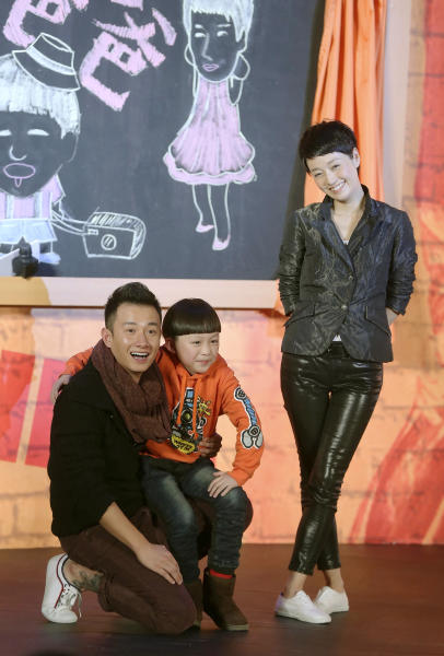 "In this Wednesday Dec. 5, 2012 photo, Chinese actor Wen Zhang, left, and his wife Ma Yili, a producer and actress pose with a child actor as they attend a presser for their TV series ""Little Daddy"" in Beijing, China. The Chinese actor's apology to his actress wife following rumors of his infidelity has set a record for comments and retweets on China's version of Twitter. (AP Photo) CHINA OUT"