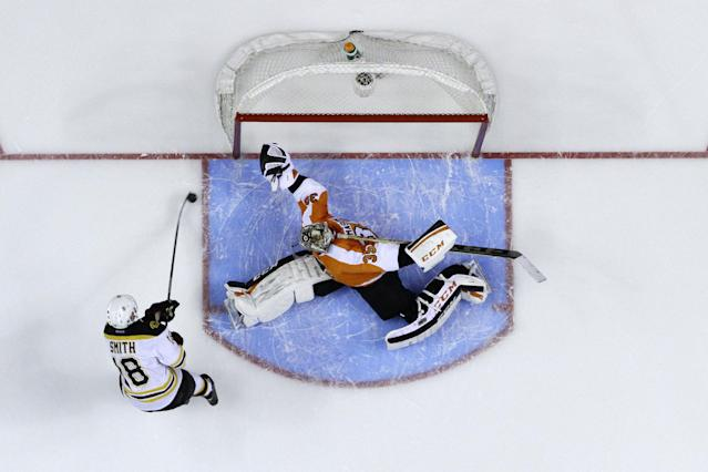 Boston Bruins' Reilly Smith (18) scores the game-winning goal past Philadelphia Flyers' Steve Mason (35) during a shootout in an NHL hockey game on Sunday, March 30, 2014, in Philadelphia. Boston won 4-3. (AP Photo/Matt Slocum)