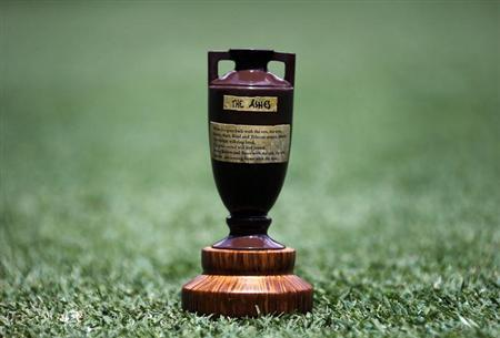 A replica Ashes urn is seen on the Gabba cricket ground in Brisbane November 20, 2013. REUTERS/David Gray