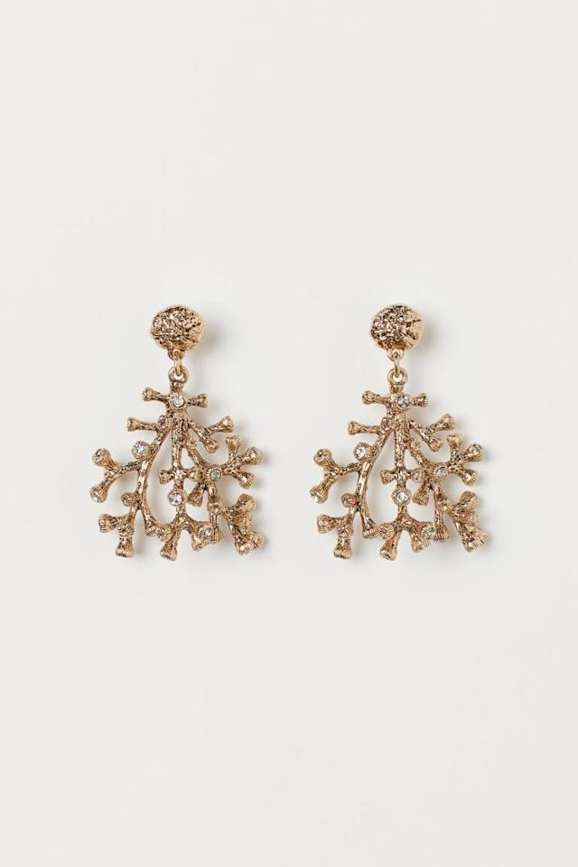 "<p>Add a little fun to your virtual meeting looks with these <a href=""https://www.popsugar.com/buy/HampM-Earrings-560764?p_name=H%26amp%3BM%20Earrings&retailer=www2.hm.com&pid=560764&price=40&evar1=fab%3Aus&evar9=47345374&evar98=https%3A%2F%2Fwww.popsugar.com%2Ffashion%2Fphoto-gallery%2F47345374%2Fimage%2F47345387%2FHM-Earrings&list1=shopping%2Ch%26m%2Ceco-friendly%2Ceco%20fashion%2Cspring%20fashion&prop13=mobile&pdata=1"" rel=""nofollow"" data-shoppable-link=""1"" target=""_blank"" class=""ga-track"" data-ga-category=""Related"" data-ga-label=""https://www2.hm.com/en_us/productpage.0852540001.html"" data-ga-action=""In-Line Links"">H&amp;M Earrings</a> ($40).</p>"