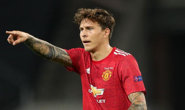 Manchester United star Victor Lindelof catches thief who snatched bag from woman in her 90s