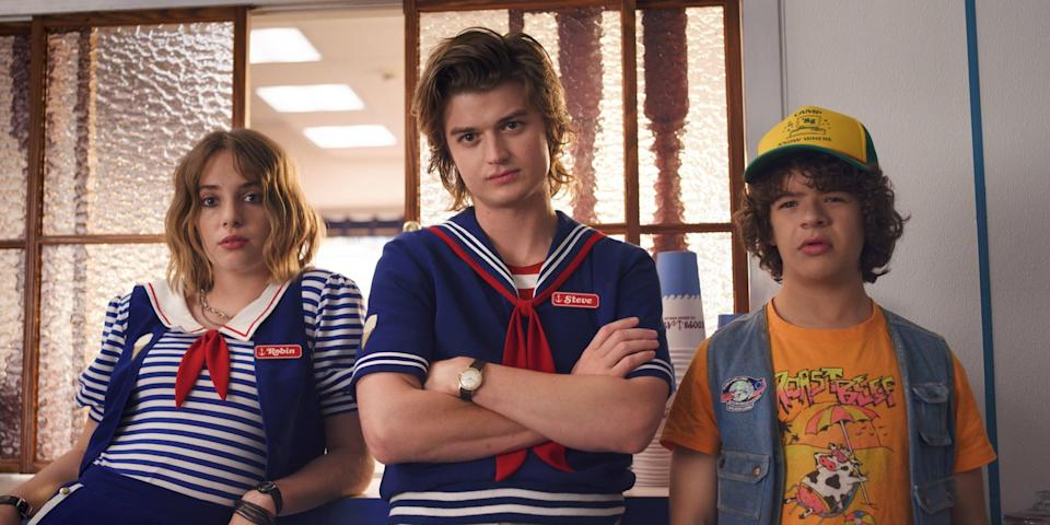"""<ul> <li><strong>What to wear:</strong> Unless you want to be a total dingus, you should definitely dress up as Robin from <strong><a class=""""link rapid-noclick-resp"""" href=""""https://www.popsugar.co.uk/Stranger-Things"""" rel=""""nofollow noopener"""" target=""""_blank"""" data-ylk=""""slk:Stranger Things"""">Stranger Things</a></strong>. Her Scoops Ahoy outfit is the most notable, so we advise wearing a blue-and-white striped shirt with a navy vest and white collar on top. </li> </ul>"""
