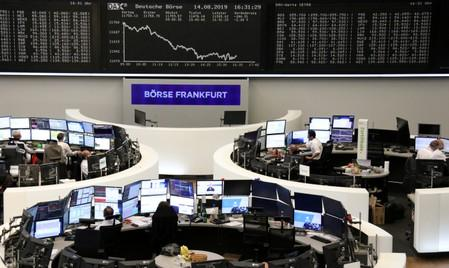 Italy leads bounce in European shares, Fiat-Renault talks in focus