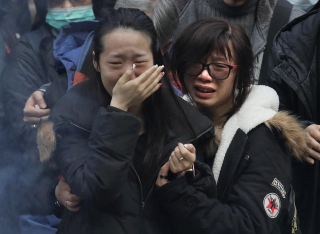<p>Relatives cry as they pay last tributes to bus crash victims in Hong Kong Sunday, Feb. 11, 2018. (Photo: Vincent Yu/AP) </p>