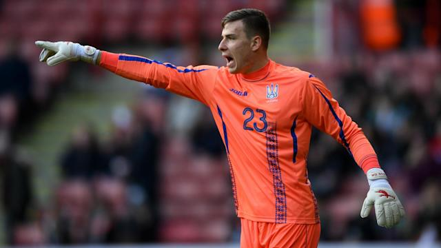 Goalkeeper Andriy Lunin has completed a move to Real Madrid, signing a six-year deal with the Spanish club.