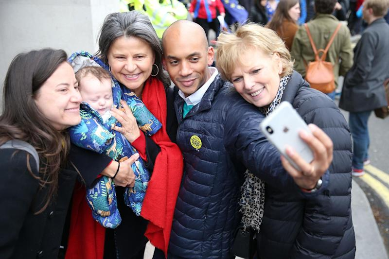 Independent Group MPs Chuka Umunna and Anna Soubry have a selfie taken with Tracey Ullman as they join anti-Brexit campaigners (PA)