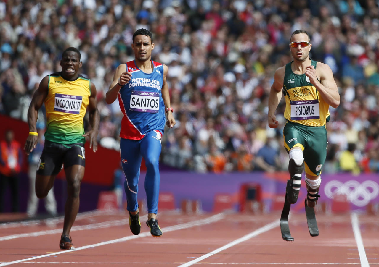 South Africa's Oscar Pistorius (R), Luguelin Santos (C) of the Dominican Republic and Jamaica's Rusheen McDonald run in their men's 400m round 1 heat at the London 2012 Olympic Games at the Olympic Stadium August 4, 2012. REUTERS/Lucy Nicholson (BRITAIN  - Tags: OLYMPICS SPORT ATHLETICS)   - RTR3632F