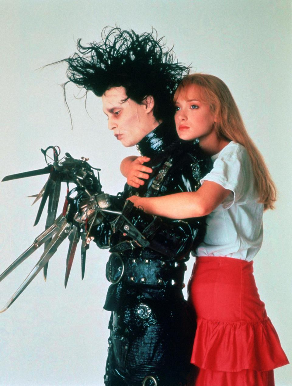 """<p>Younger generations — who are either too young or weren't yet alive to see the 1990 fantasy film when it first came out — may not realize that Winona Ryder (Kim Boggs) and Johnny Depp were dating during the making of 'Edward Scissorhands.' """"Oh, that's right! I'd forgotten completely about that,"""" said Welch when Yahoo Movies mentioned it. </p>"""