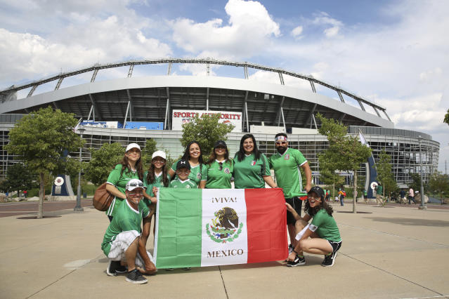 Aficionados mexicanos en el Sports Authority Field, en Denver, Colorado, antes del encuentro entre México y Jamaica, Copa Oro 2017. / Foto: Getty Images