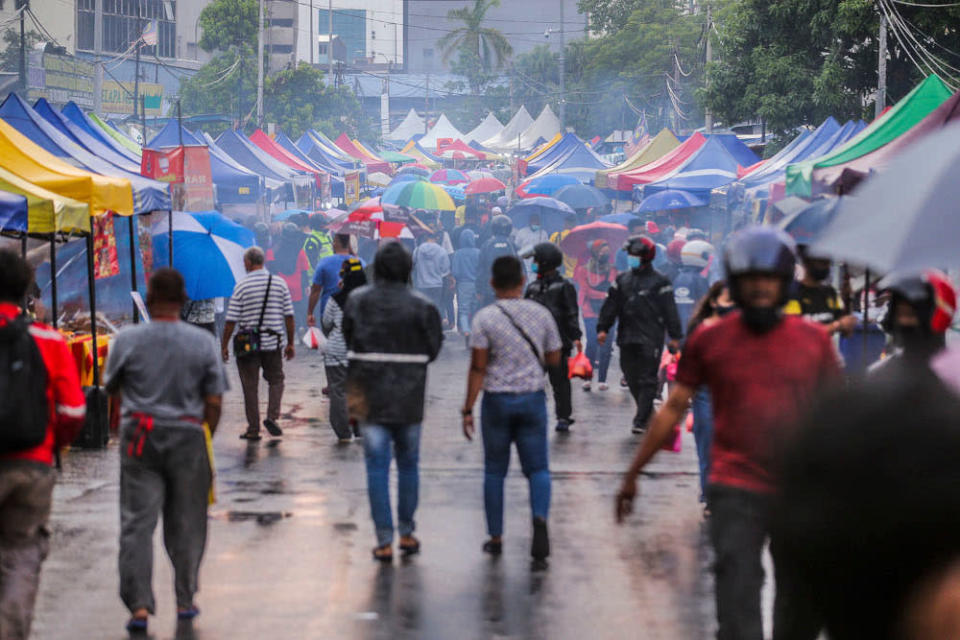 Sources said several party members are unhappy with the way the government caved in to pressure with regards to the recent policy decision on the operation of Ramadan bazaars. ― Picture by Hari Anggara