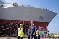 <p>Prince William meets with construction workers on HMS Glasgow.</p>
