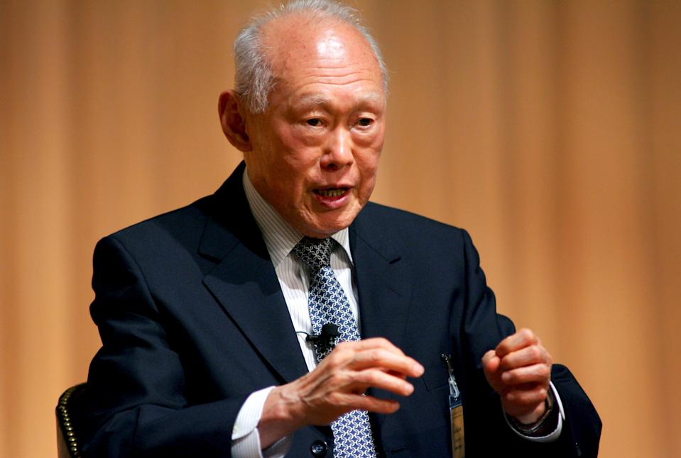 Lee Kuan Yew among 10 foreigners honoured by China for helping its reform
