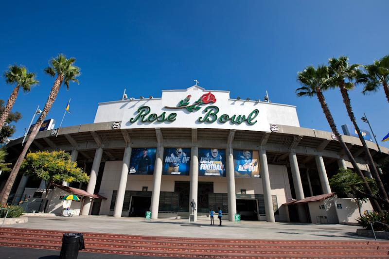 PASADENA, CA - SEPTEMBER 05: General view of the exterior of the Rose Bowl before the game between the UCLA Bruins and the Virginia Cavaliers on September 5, 2015 in Pasadena, California. The UCLA Bruins defeated the Virginia Cavaliers 34-16. (Photo by Jason O. Watson/Getty Images)