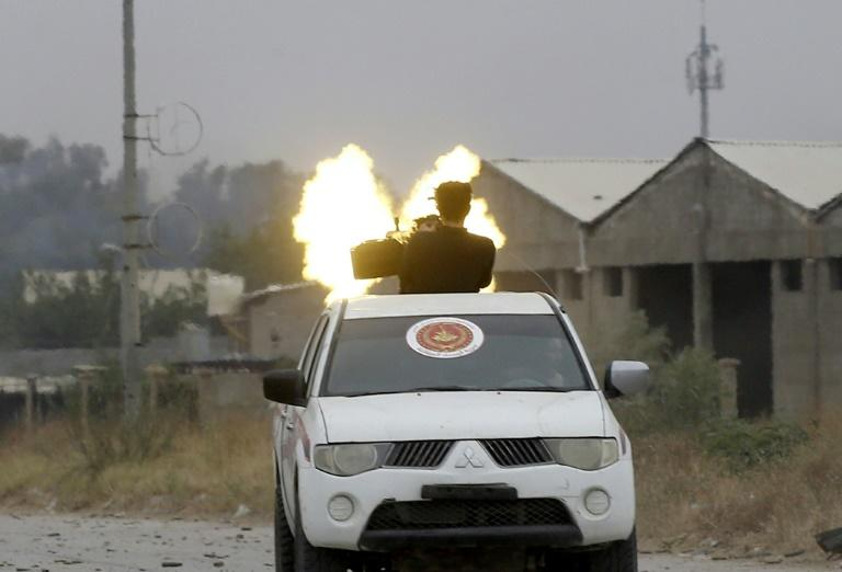 Fighters loyal to the Libyan internationally-recognised Government of National Accord fire a heavy machinegun during clashes against forces loyal to strongman Khalifa Haftar, on May 21, 2019 in the Salaheddin area south of the Libyan capital Tripoli