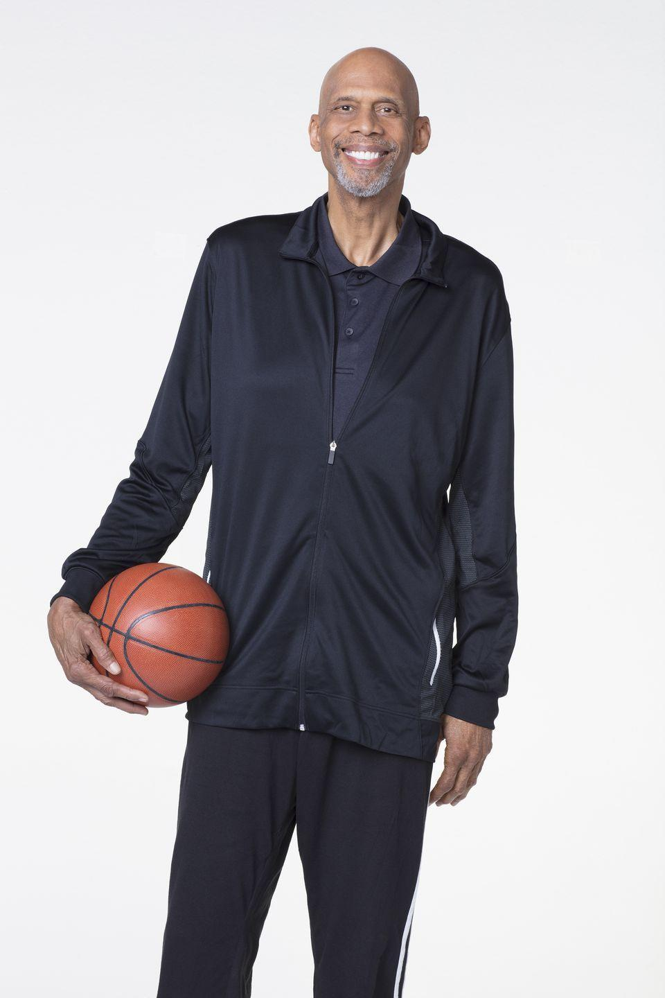 "<p>Kareem Adbul-Jabbar joined the team and <a href=""https://www.vanityfair.com/hollywood/2018/09/kareem-abdul-jabbar-veronica-mars"" rel=""nofollow noopener"" target=""_blank"" data-ylk=""slk:helped with the script"" class=""link rapid-noclick-resp"">helped with the script</a>. The NBA's all-time leading scorer was confirmed as a contributor <a href=""https://twitter.com/RobThomas/status/1044429232753979392"" rel=""nofollow noopener"" target=""_blank"" data-ylk=""slk:on Twitter"" class=""link rapid-noclick-resp"">on Twitter</a>.</p>"