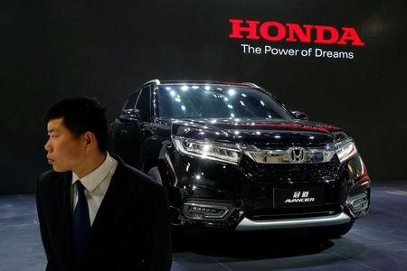 A security agent guards Honda Avancier SUV after it was presented during Auto China 2016 auto show in Beijing, China April 25, 2016. REUTERS/Kim Kyung-Hoon/File Photo