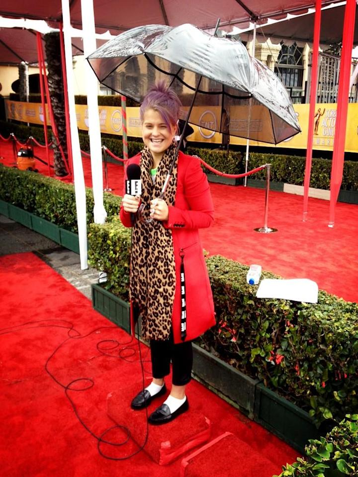 Rehearsing in the rain for #ERedCarpet #SAGS - @MissKellyO