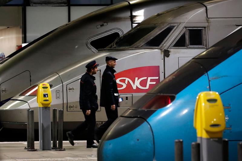 Un train SNCF pendant les grèves de décembre 2019 à Paris. (AP Photo/Christophe Ena) (Photo: AP Photo/Christophe Ena)