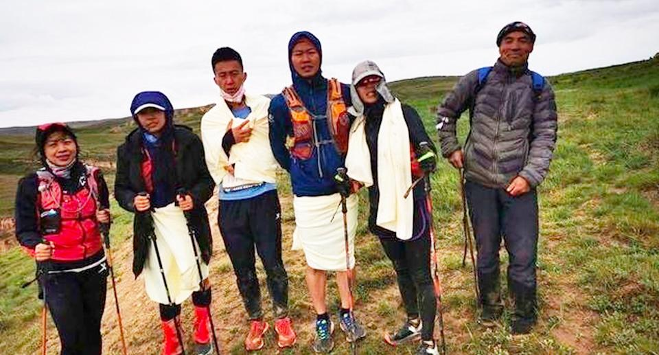 Mr Zhu, far right, with some of the rescued athletes. Source: Weibo
