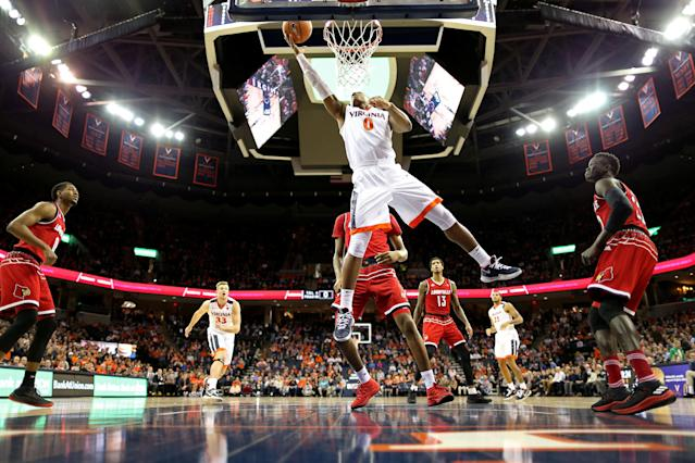 "<a class=""link rapid-noclick-resp"" href=""/ncaab/players/120609/"" data-ylk=""slk:Devon Hall"">Devon Hall</a> lays it in for two of his 12 points in Virginia's 74-64 win over Louisville on Wednesday night. (Geoff Burke/USA TODAY Sports)"