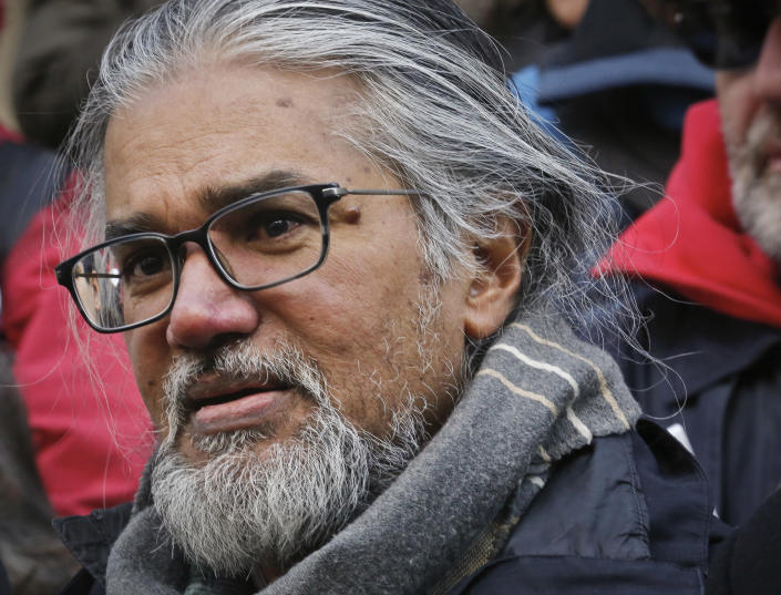 Immigration activist Ravi Ragbir, whose long battle over deportation has drawn support from Democratic politicians in New York, won't have to leave the country before a First Amendment lawsuit is heard. (Photo: Bebeto Matthews/AP)