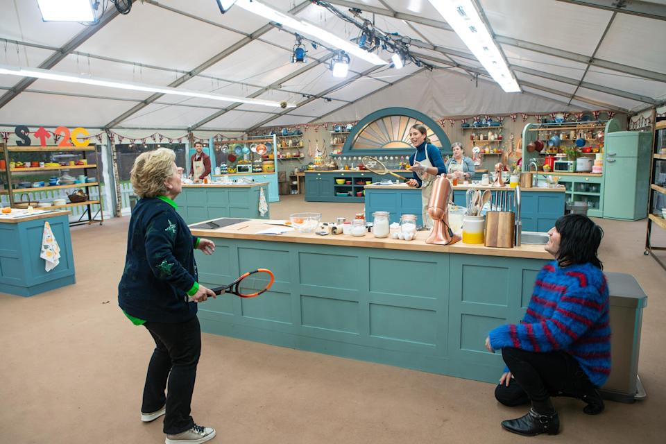 Sandi Toksvig plays tennis with Johanna Konta on 'The Great Stand Up To Cancer Bake Off'.  (Channel 4/Mark Bourdillon)