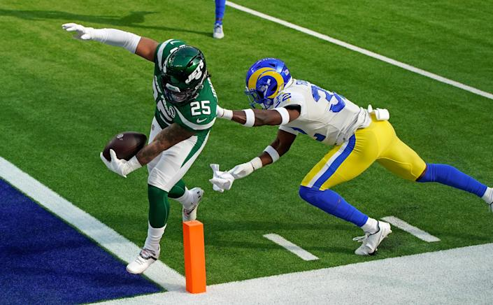New York Jets stagger Los Angeles Rams for their first win