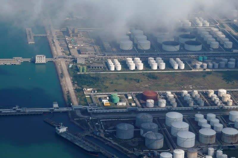 China's 'hermit' investors fill doubled oil storage with crude bet