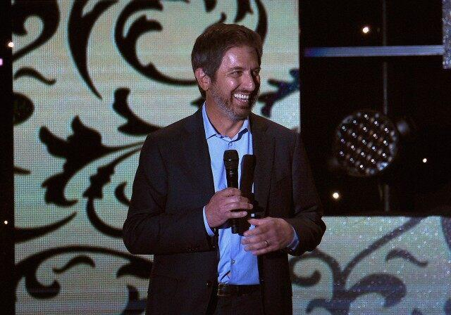 ray romano performs