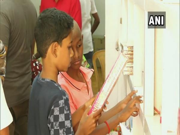 Around 2000 direct-sale outlets of firecrackers set-up in Madurai (ANI Photo)
